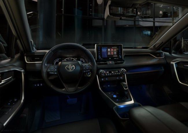 Умная подсветка салона в автомобиле Тойота РАВ 4 в новом кузове пятого поколения