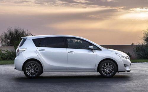 Внешний облик в профиль автомобиля Тойота Версо 2019 года японского производства