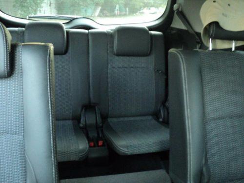 Задний ряд пассажирских сидений в 7-местном Тойота Версо 2019 модельного года