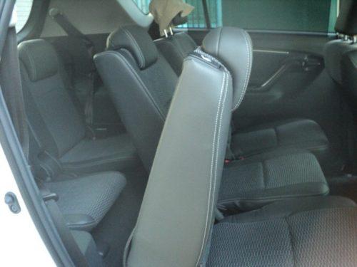 Откинутая спинка пассажирского сидения второго ряда в салоне Тойота Версо 2019 года выпуска