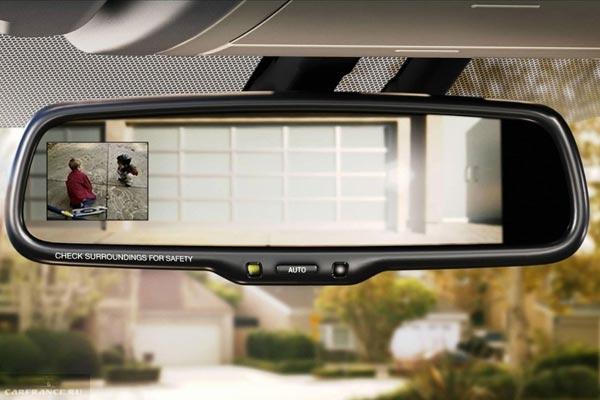 Зеркало заднего обзора со встроенным монитором в салоне Тойота Версо 2019 года