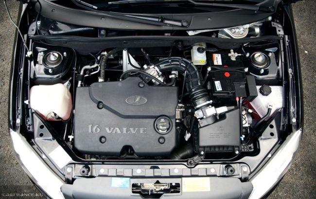 16-ти клапанный двигатель в моторном отсеке Лада Гранта спорт 2019 года