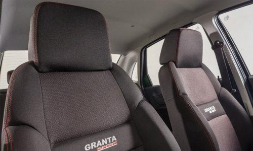 Тканевая обивка передних сидений в седане Лада Гранта спорт 2019 года