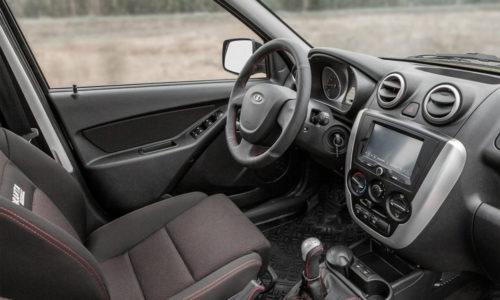 Кожаный руль в автомобиле Лада Гранта спорт 2019 модельного года