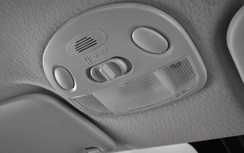 Кнопки включения света в салоне автомобиля Лада Гранта спорт 2019 модельного года