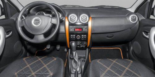 Оранжевые вставки на передней консоли в Лада Ларгус кросс 2019 года выпуска
