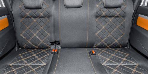 Задний ряд пассажирских сидений в салоне нового Лада Ларгус кросс 2019 года