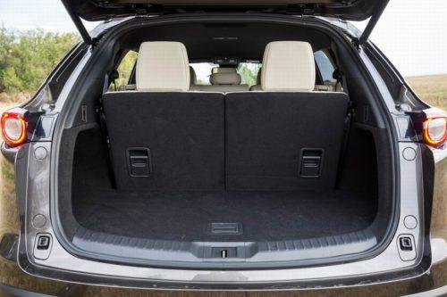 Багажное отделение в автомобиле Mazda CX-9 2019 модельного года