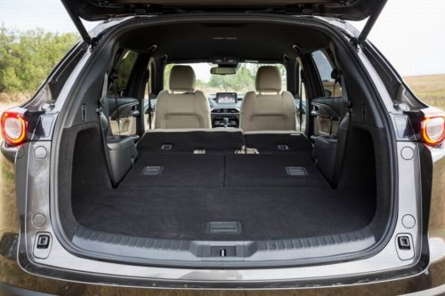 Площадка для багажа в Mazda CX-9 2019 года при разложенных пассажирских сидения
