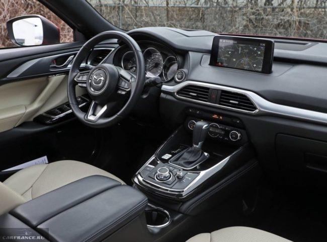 Монитор на передней панели в новой Mazda CX-9 2019 модельного года