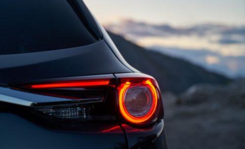 Дизайн задней оптики кроссовера Mazda CX-9 2019 года производства