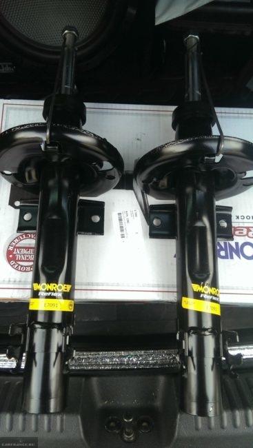 Две новых стойки для передней подвески Фольксваген Поло седан от фирмы Monroe
