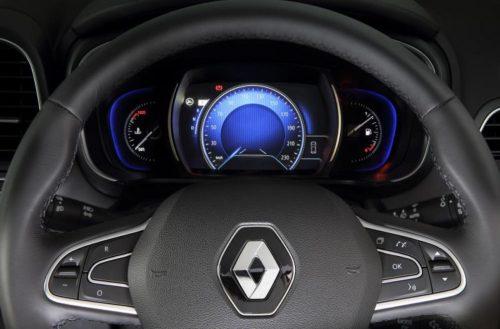 Мультимедийный руль и панель приборов в новом Рено Колеос 2019 модельного года