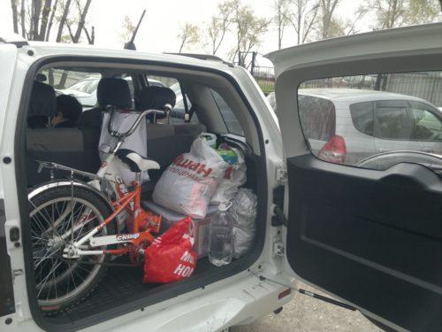 Велосипед и покупки из гипермаркета в багажнике Сузуки Гранд Витара