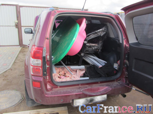 Загрузка багажника при перевозе вещей на СУЗУКИ ГРАНД ВИТАРА вид сзади