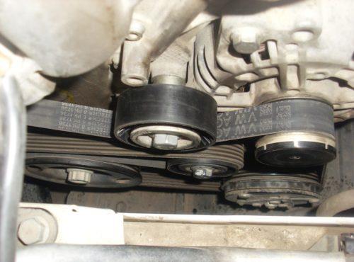 Проверка натяжения ремня генератора на Фольксваген Поло седан