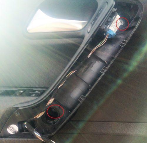 Болты крепления дверной обшивки внутри рукоятки на седане Фольксваген Поло