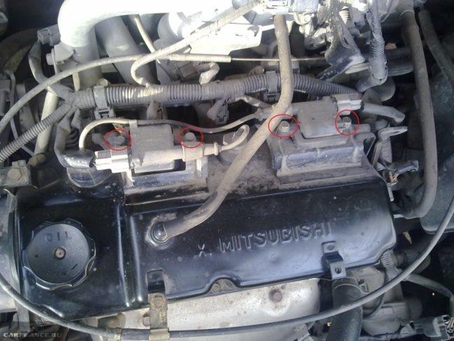 Болты крепления катушек зажигания на Митсубиси Лансер 9 с двигателем 1,6 литра