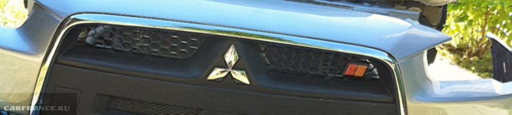 Демонтированный бампер на Митсубиси Лансер 10 сине-серебристого цвета