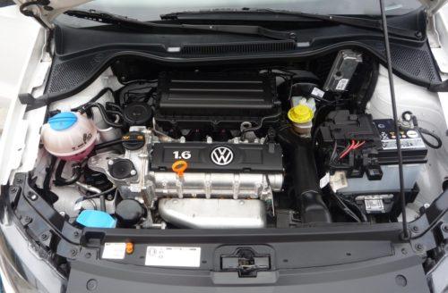 Двигатель объемом 1,6 л на седане Фольксваген Поло с автоматической коробкой передач
