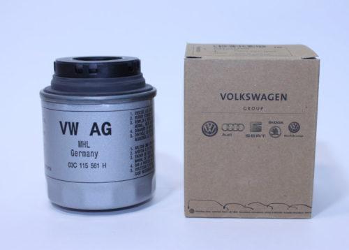 Внешний вид упаковки и самого масляного фильтра для мотора Фольксваген Поло седан