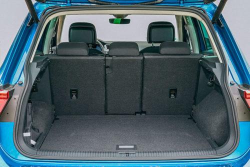 Фото открытого багажного отделения в автомобиле Фольксваген Тигуан