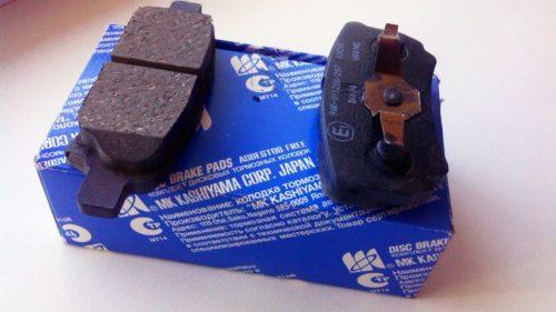 Синяя упаковка с задними тормозными колобками Колодки Kashiyama для Митсубиси Лансер 9