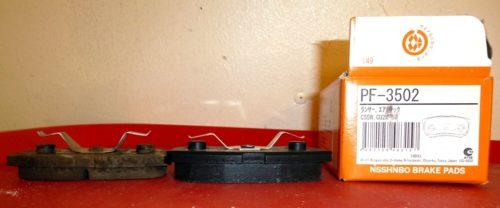 Фото тормозных колодок Nisshinbo для заднего дискового тормоза автомобиля Митсубиси Лансер 9