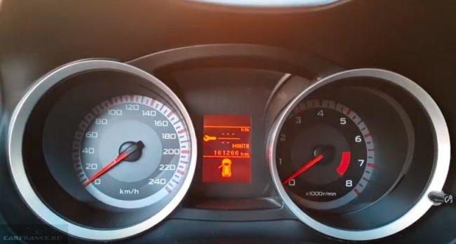 Приборная панель автомобиля Митсубиси Лансер 10 в режиме сброса ТО