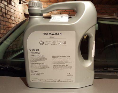 Большая канистра оригинального масла для двигателя Фольксваген Поло седан
