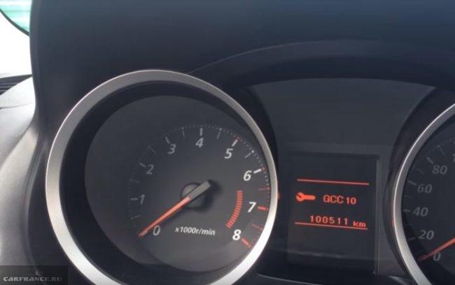Надпись GCC на мониторе бортового компьютера при смене интервала ТО автомобиля Митсубиси Лансер 10
