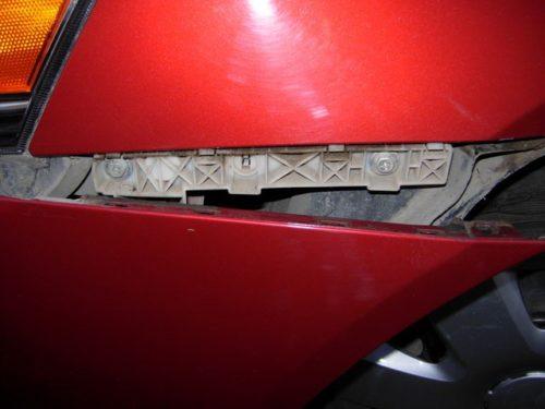 Снятие переднего бампера на автомобиле Митсубиси Лансер 10 версии