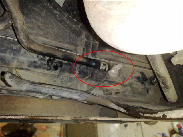 Подводящий шланг на АКПП автомобиля Митсубиси Лансер 9 с двигателем 1.6
