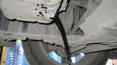 Слив отработанного масла из двигателя 1,6 литра в Митсубиси Лансер 9