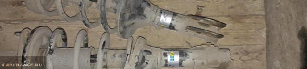 Две демонтированные стойки амортизаторов с Митсубиси Лансер 9