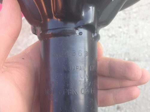 Выбитый артикул на корпусе стойки амортизатора KYB 334369 для Митсубиси Лансер 9
