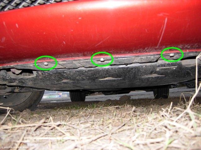 Болты нижнего крепления переднего бампера под днищем автомобиля Митсубиси Лансер 10