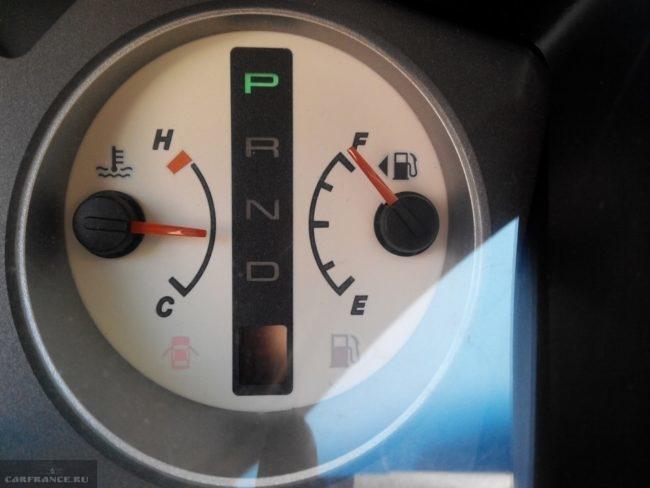 Датчик топлива на приборной панели Митсубиси Лансер 9 с движком 1,6 и коробкой автоматом