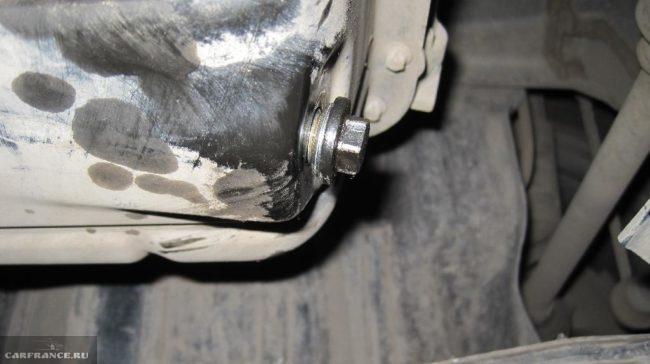 Новая прокладка на сливной пробке картера движка объемом 1,6 л Митсубиси Лансер 9