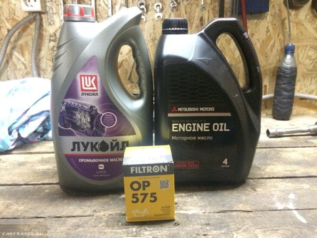 Промывочное и моторное масло для замены в Митсубиси Лансер 10 с движком 1,8 л
