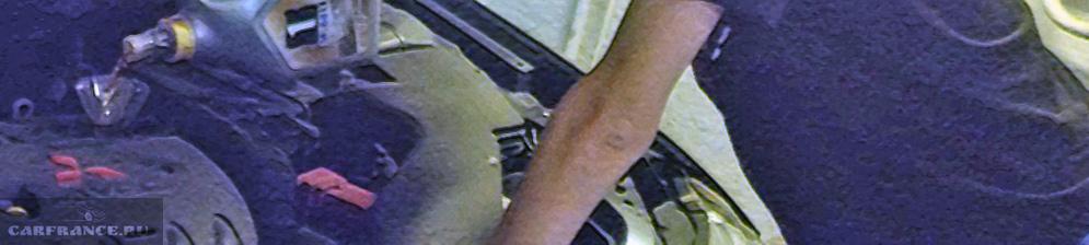 Заливка моторного масла в Митсубиси Лансер 10 серии