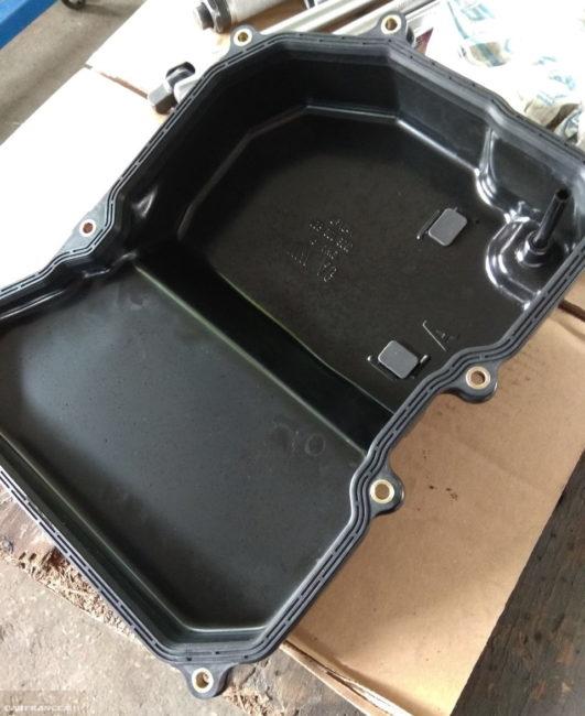 Резиновая прокладка на поддоне автоматической коробке передач от Фольксваген Поло седан