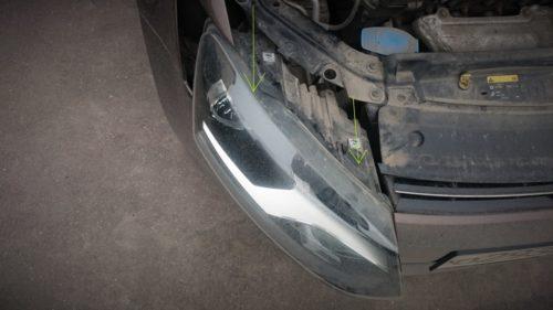 Снятие передней фары в автомобиле Фольксваген Поло для замены лампы ближнего света