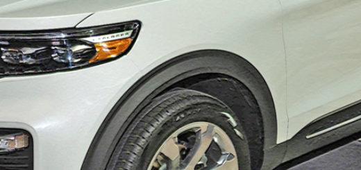 Форд Эксплорер 2020 модельного года на выставке в Чикаго белый цвет вид сбоку