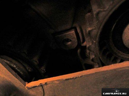 Вид на ремень ГРМ через отверстие на Лада Приора