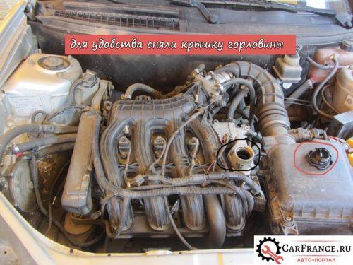 Крышка двигателя на Лада Приора демонтированна