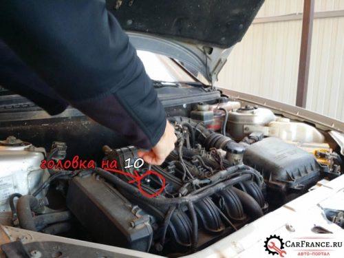 Демонтаж катушки зажигания на ВАЗ Приора 16 клапанов 2007 года выпуска