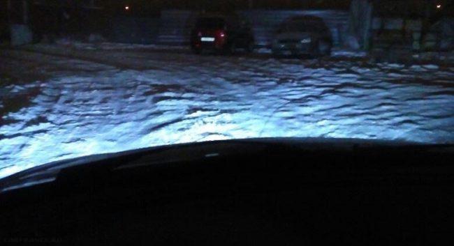 Ночная дорога освещенная диодной лампой из ПТФ