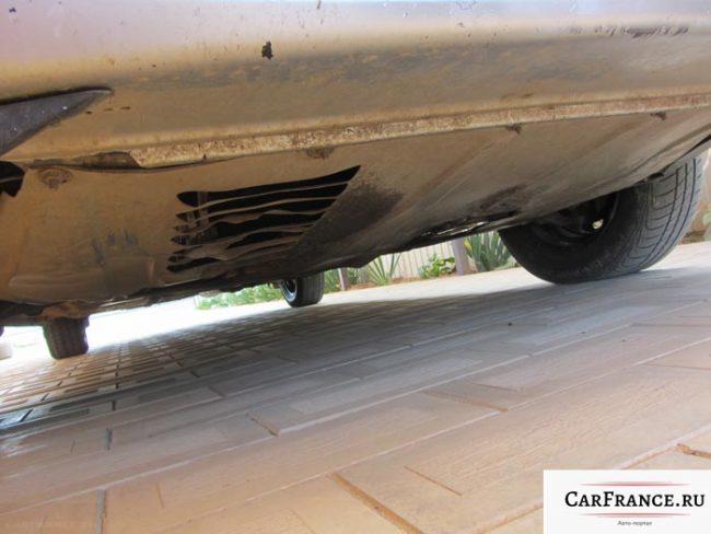 Демонтаж защиты двигателя картера на Лада Приора