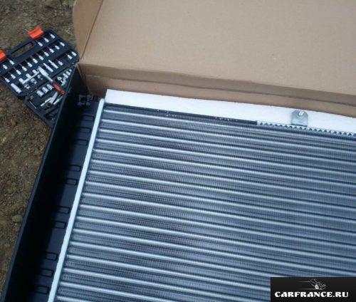 Радиатор охлаждения Wonderful на Лада Приора вблизи вариант без кондиционера